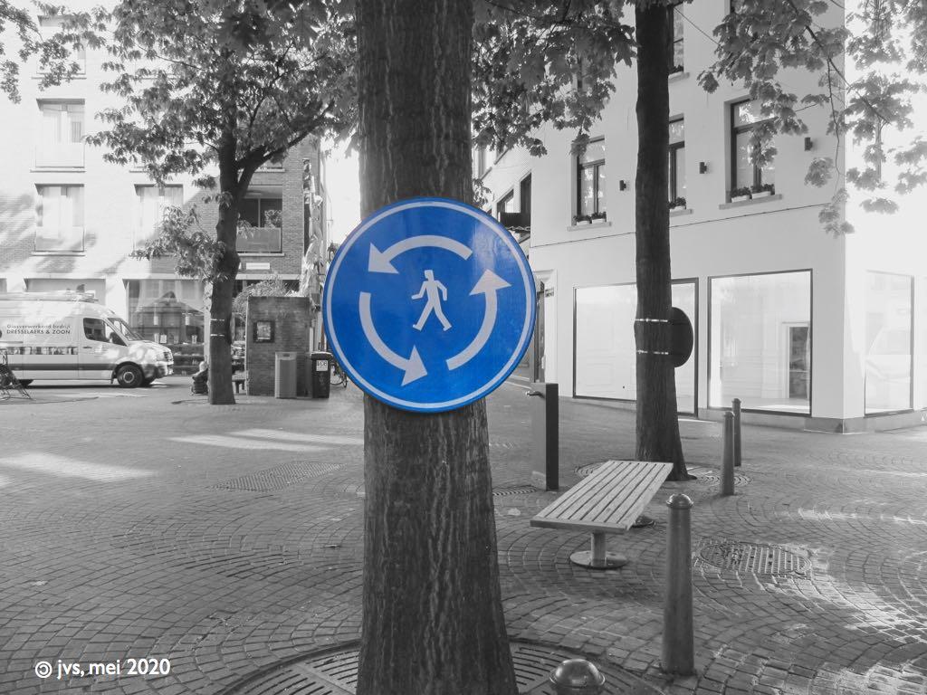 rotonde-bord voor voetgangers in Antwerpen