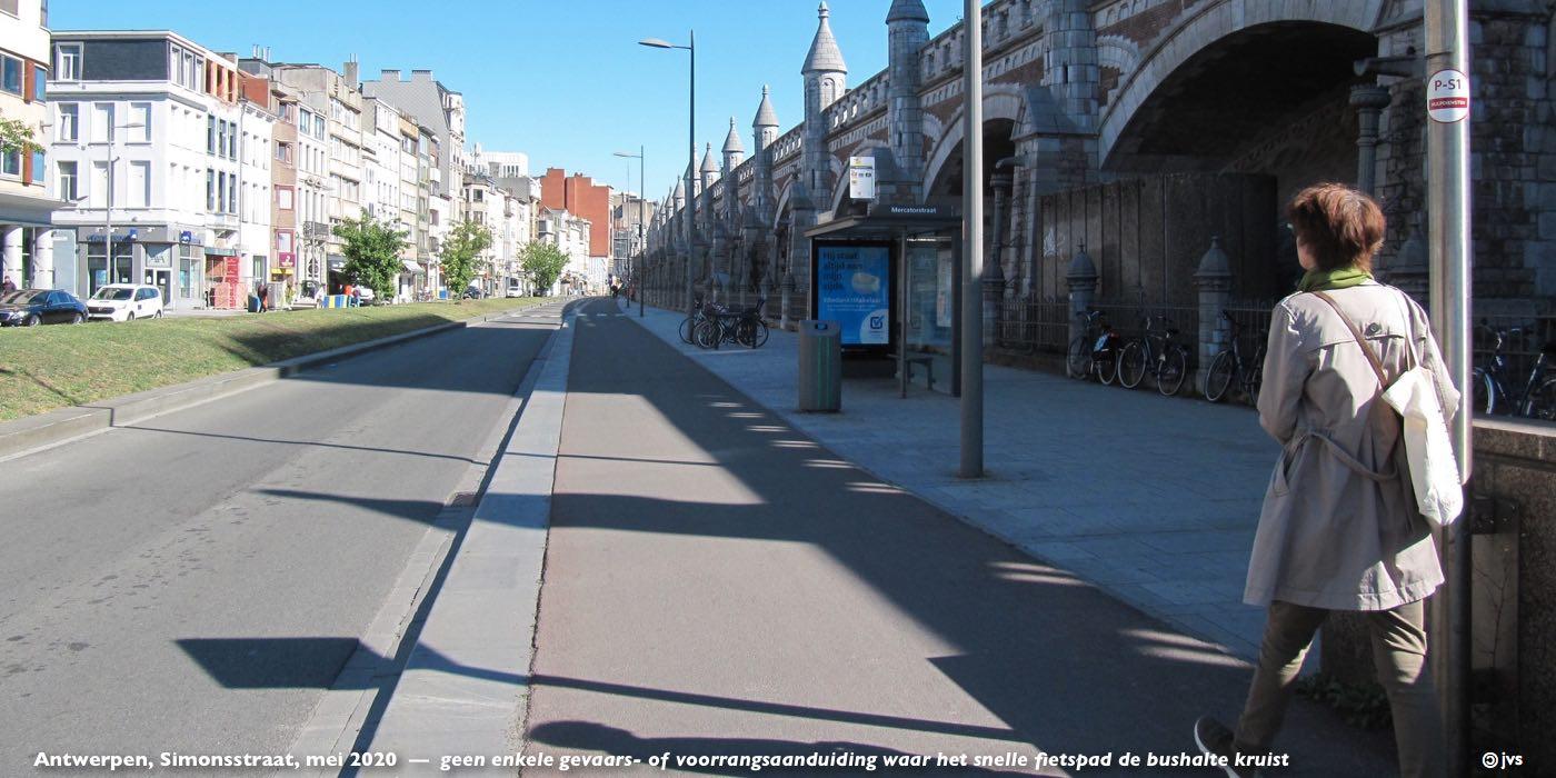 bushalte op fietspad Simonsstraat
