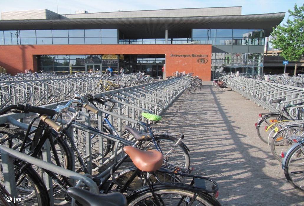 station Berchem-Antwerpen en stationsplein